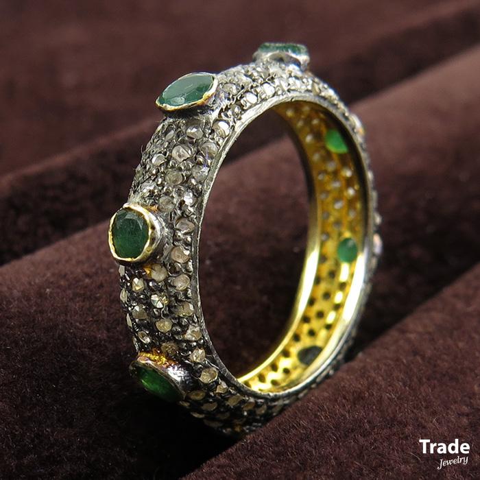 เพชรมรกต: R-2528 แหวนพิรอด ฝังมรกต ประดับเพชรซีก งานโบราณ ตัวเรือนปา
